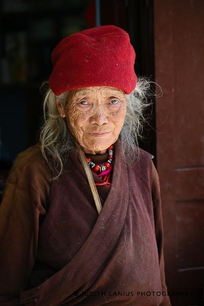 9889.jpg Woman Elder, Rinpoche Monastery, Darjeeling, West Bengal India